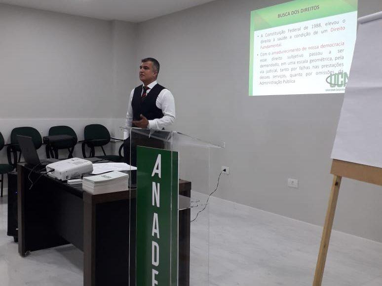 DR. RENATO ASSIS MINISTRA AULA NA UCA (UNIVERSIDADE CORPORATIVA DA ANADEM) EM BRASÍLIA/DF