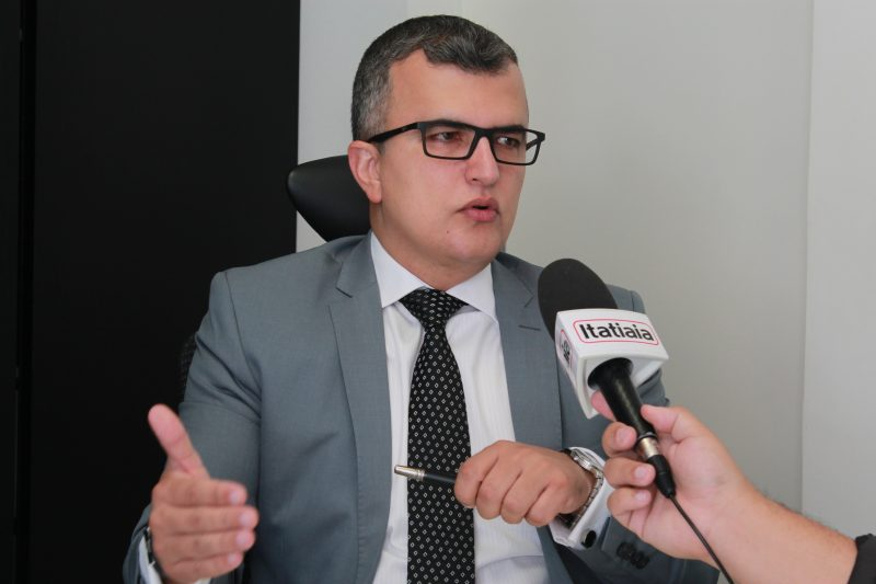 DR. RENATO ASSIS CONCEDE ENTREVISTA PARA A RÁDIO ITATIAIA DE MG