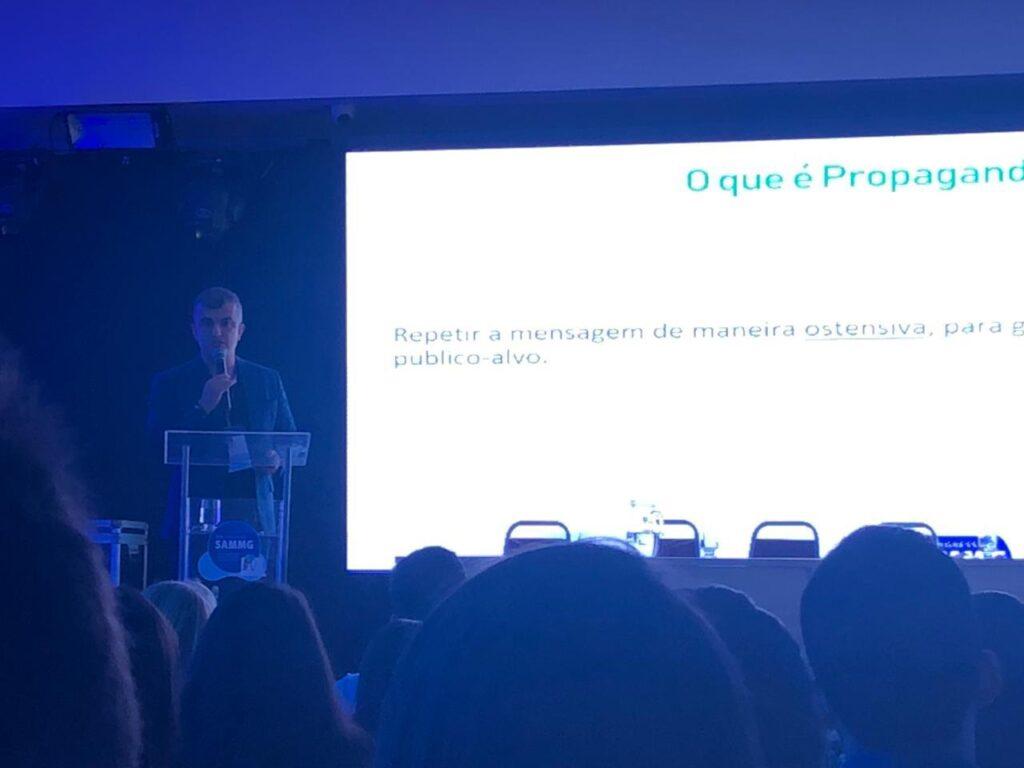 DR. RENATO ASSIS PARTICIPA DE PALESTRA E MESA REDONDA NO VIII CONGRESSO SAAMG
