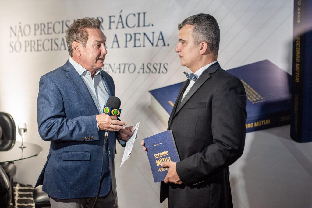 LIVRO SOCORRO MÚTUO É LANÇADO EM NOITE ESPECIAL NA CASA BERNARDI